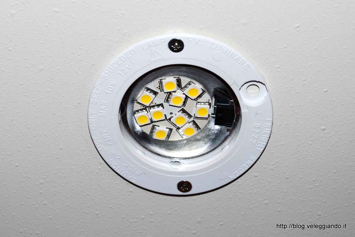 Plafoniere A Led 12 Volt Per Camper : Lampadine led v attacco g luce calda o naturale negozio equo